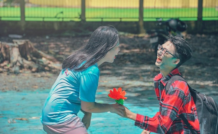 altruism-dating-relationships.jpg
