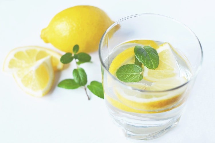 fasting-diet-autophagy-juicing-lemon.jpg
