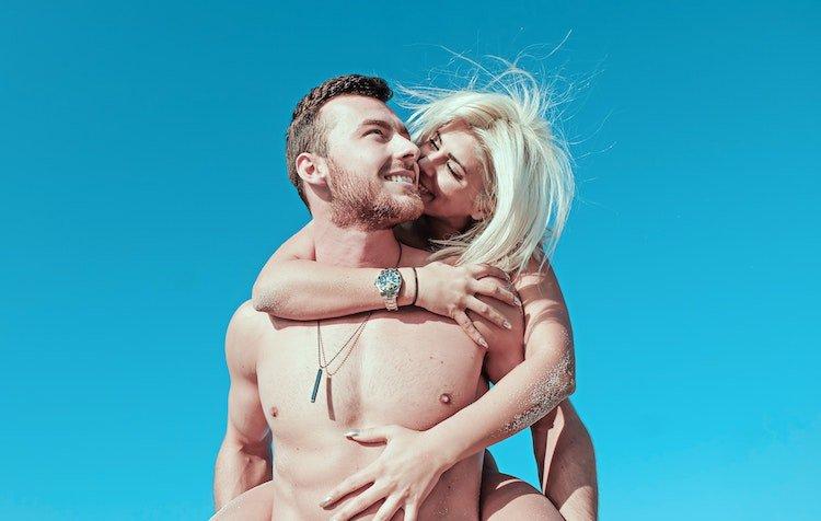 nudism-positive-body-image.jpg