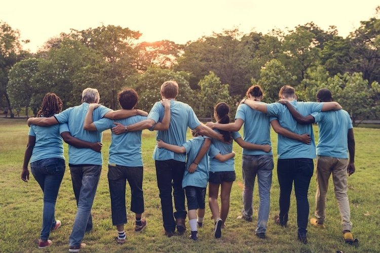 international-day-happiness-volunteering-group.jpg.2be018ddd00114e4038953e1a4b0cec0.jpg