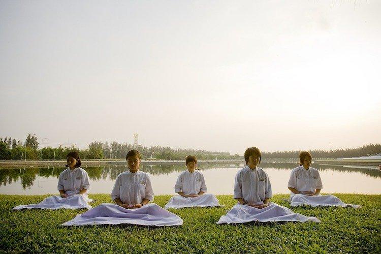 positive-happy-news-february-2019-school-england-mindfulness-class.jpg