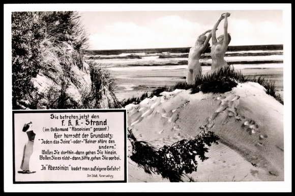 touristen-nackt-positives-koerpergefuehl-postkarte.jpg