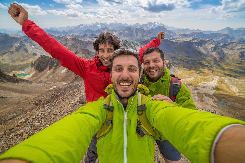 combat-male-loneliness-hiking.jpg