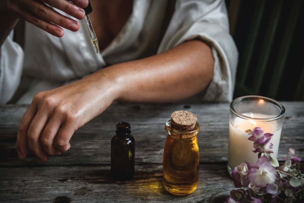 essential-oils-for-grief.jpg