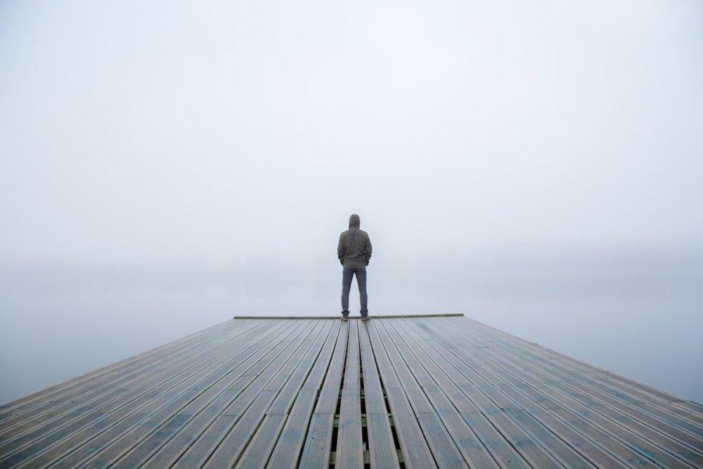 male-loneliness-men-lonely.jpg