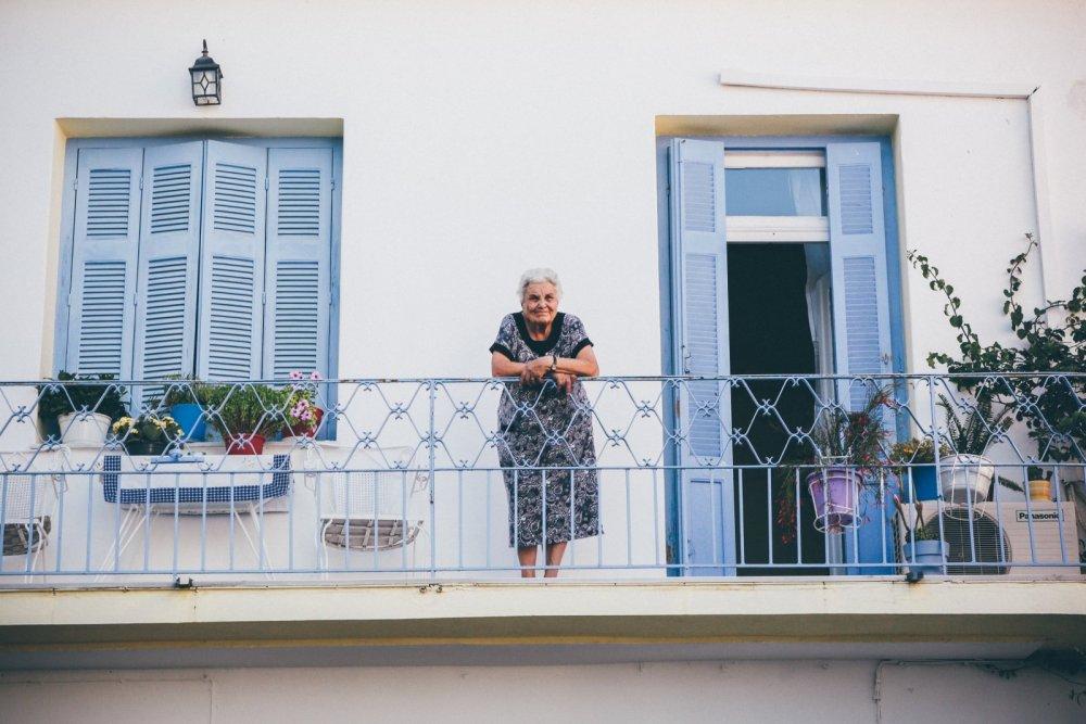 balkon_coronavirus_solidaritaet_gute_nachbarschaft.jpg