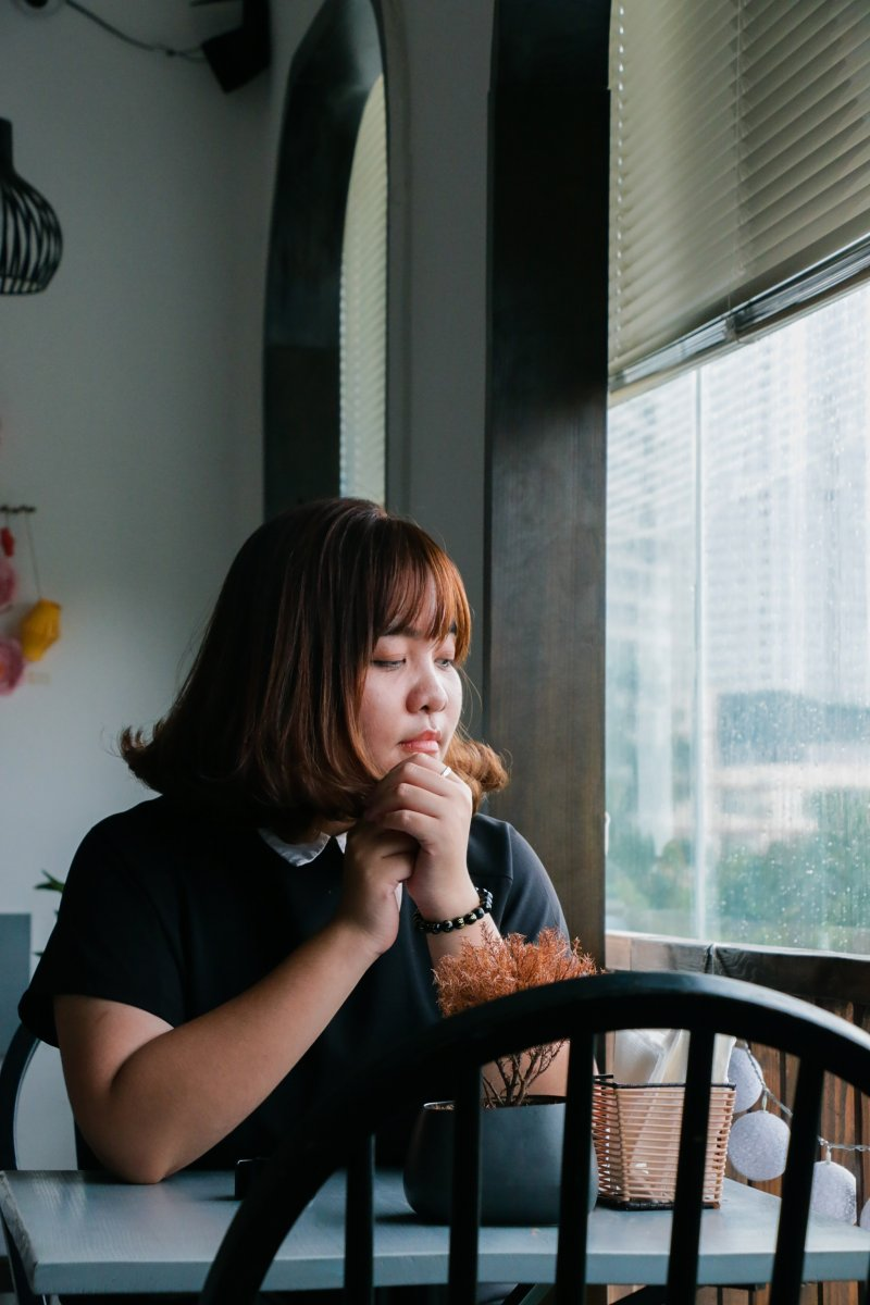 Eating-meditiation-raisin-mindfulness.jpg