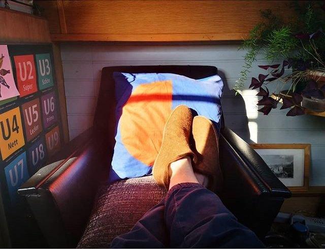 house-boat-living-relax.jpg